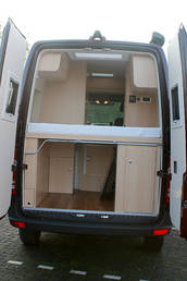 mercedes sprinter 6 94m ausbau mit hochdach und elektrischem hubbett copy 1. Black Bedroom Furniture Sets. Home Design Ideas