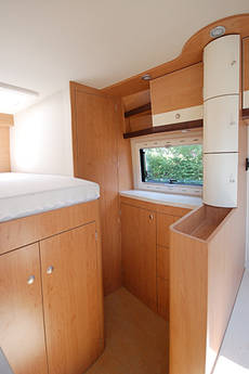 fiat ducato ausbau mit l ngsbett auf 6 36m l nge. Black Bedroom Furniture Sets. Home Design Ideas