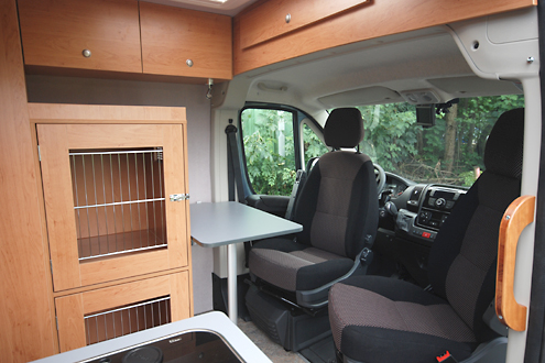 fiat ducato ausbau mit drei hundeboxen. Black Bedroom Furniture Sets. Home Design Ideas
