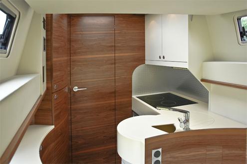 impuls mercedes sprinter wohnmobil mit heckk che in l form. Black Bedroom Furniture Sets. Home Design Ideas
