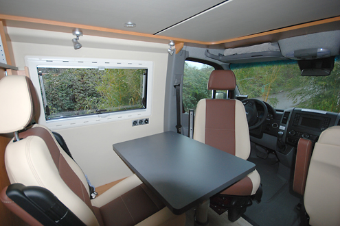 mercedes sprinter 6 94m ausbau mit hochdach und. Black Bedroom Furniture Sets. Home Design Ideas