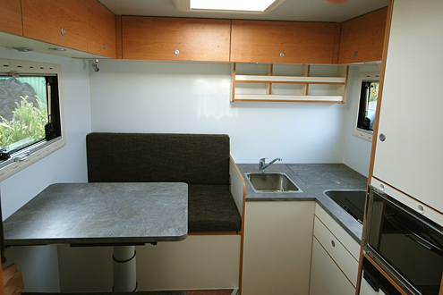 individualausbau einer unimog kabine joko wohnmobil. Black Bedroom Furniture Sets. Home Design Ideas